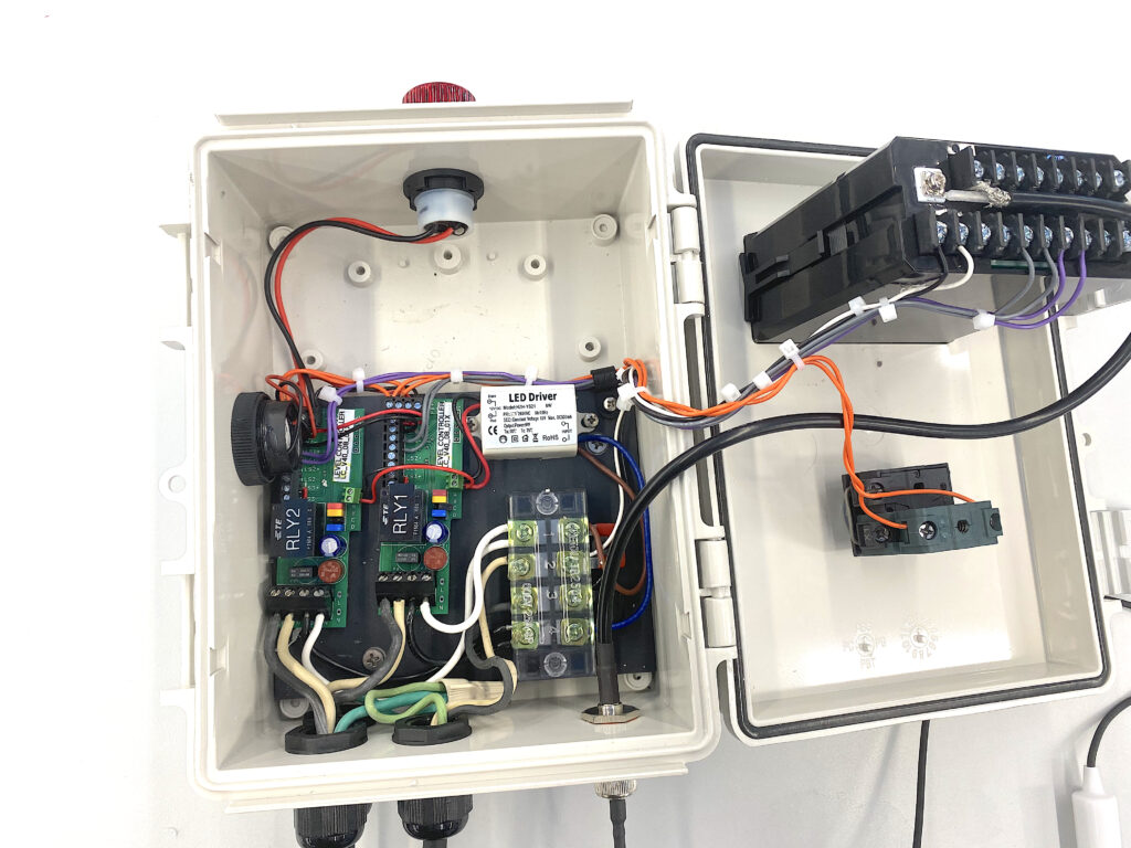 pH Controller with buzzer and warning light